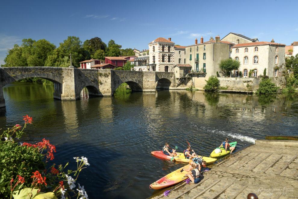 Activités nautiques comme le canoë sur la rivière le Moine de Clisson