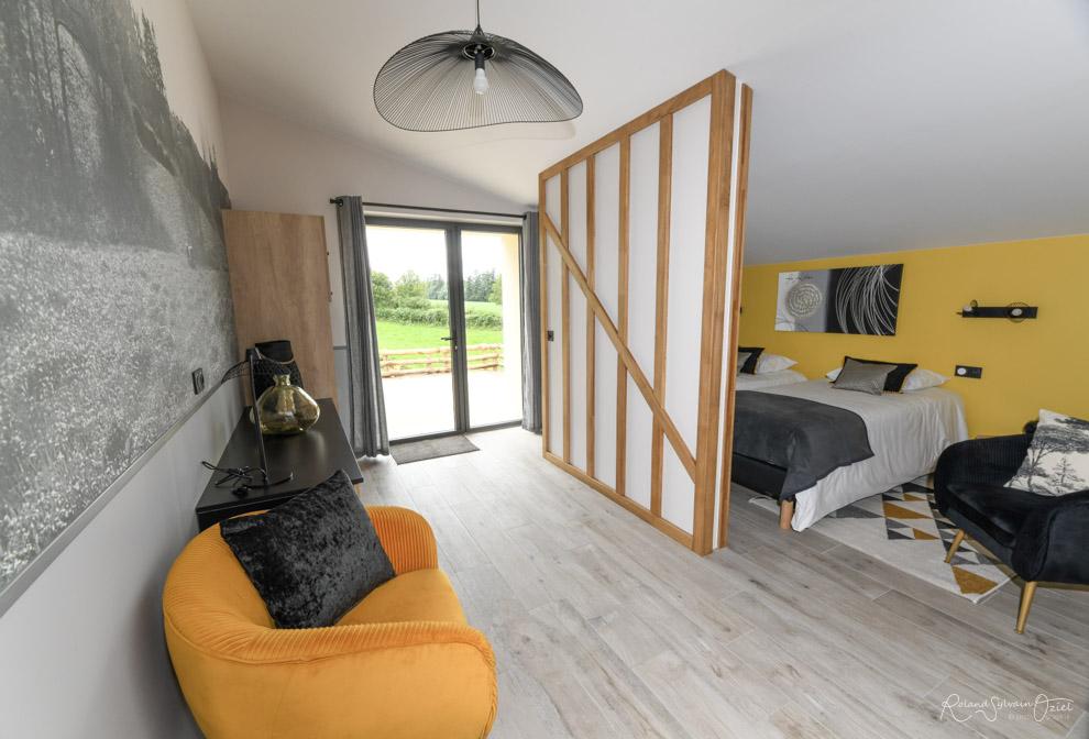 Chambre dhtes jaune personnes location proche du Puy du Fou